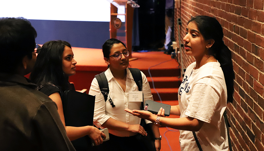 A Leadership Fellow offers talks with new students.