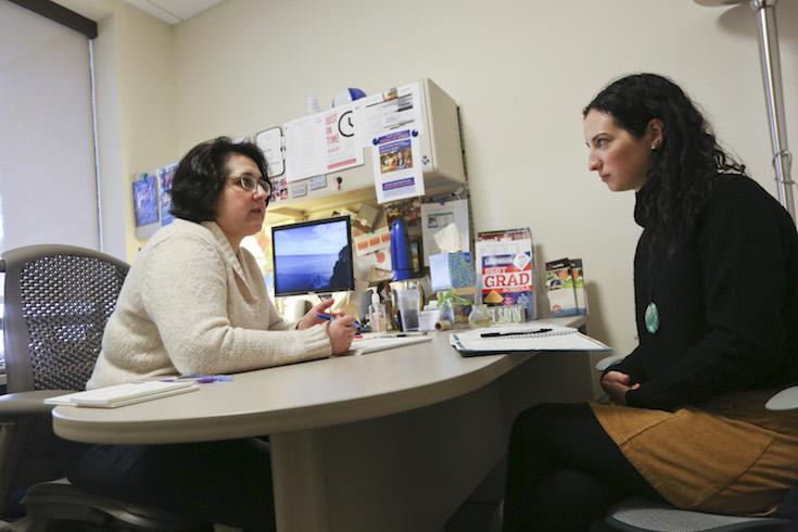 Student meeting with Hiatt graduate school advisor