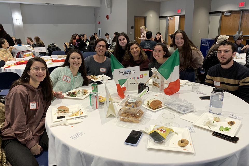 image of Italian speakers at the Mega Language Lunch 2019