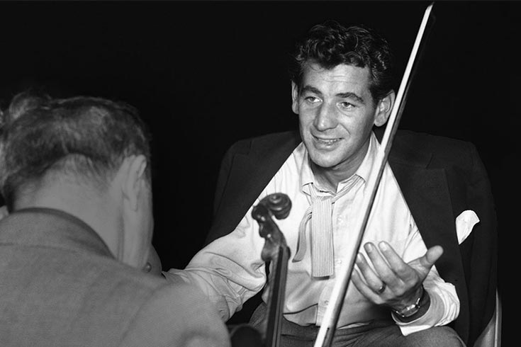 Leonard Bernstein talking to violinist