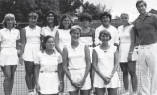 Katy Graddy with her college tennis team