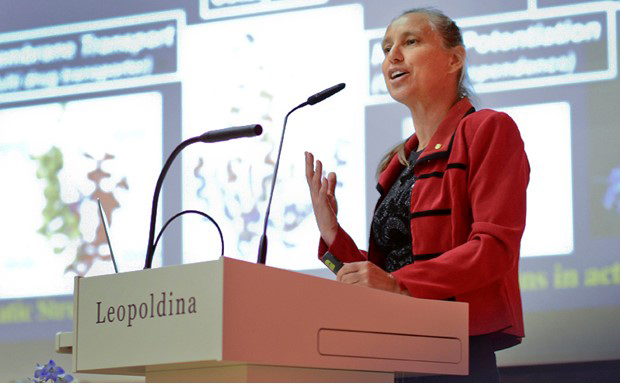 Kern delivers a speech on protein structures at the Leopoldina's annual meeting.