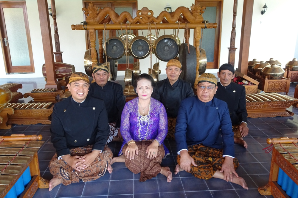JAVANESE GAMELAN that will perform at Brandeis
