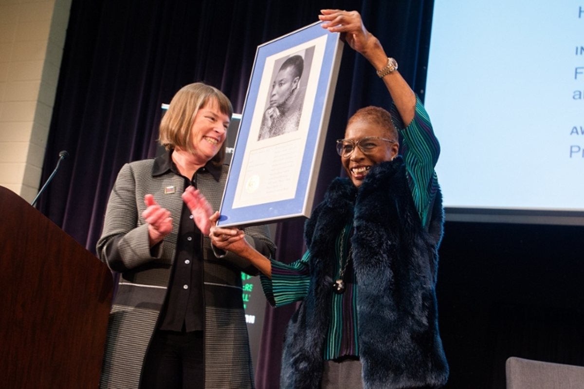 Hortense Spillers receivers Alumni Achievement Award from Lisa Lynch