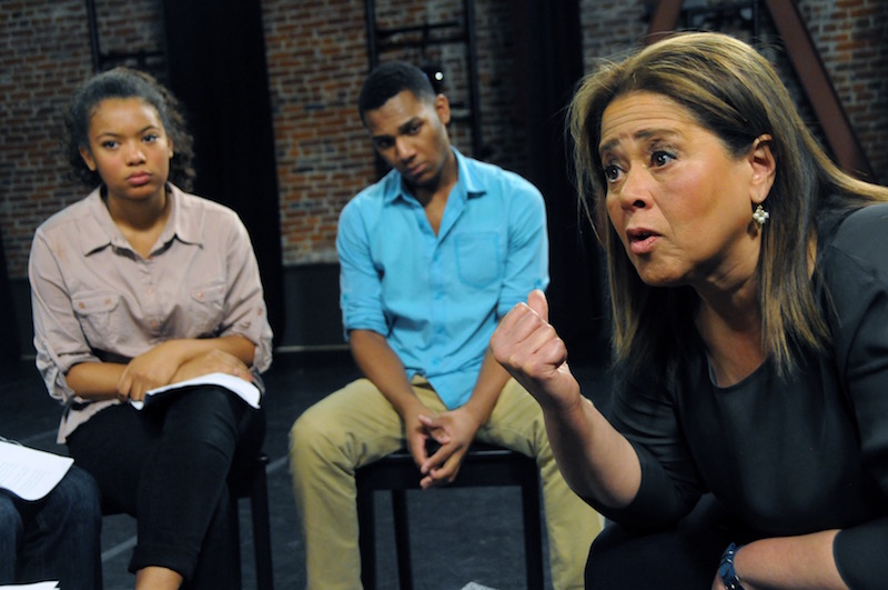 Anna Deavere Smith speaking with some students.