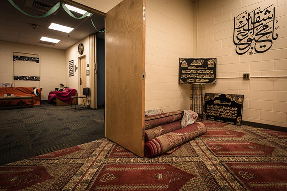 Decorating Islamic Prayer Room